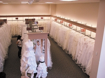 Wedding Dress Insanity... - A Prima Vista